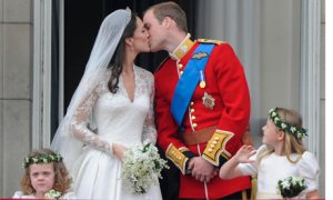 Royal wedding kiss picture